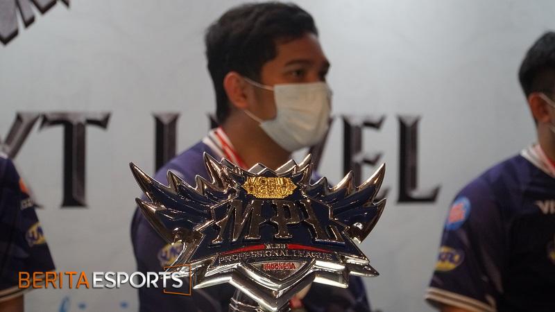 EVOS Clover Merasakan Gelar Juara MPL ID Season 7